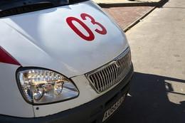 """В Мангистау водитель """"Фольксвагена"""" протаранил стоявший на обочине автомобиль"""