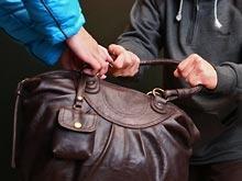 В Актау преступник ограбил 17-летнюю девушку