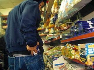 В Актау мужчина украл из супермаркета бритвенные станки