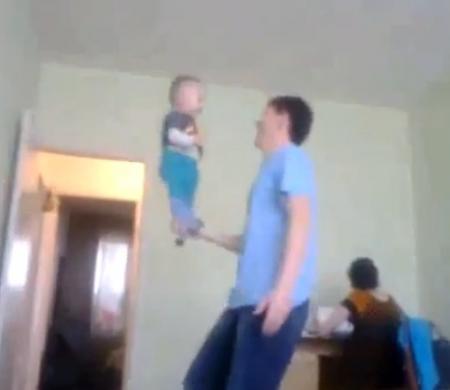 Эта акробатика ничем не хуже )))) (ВИДЕО)