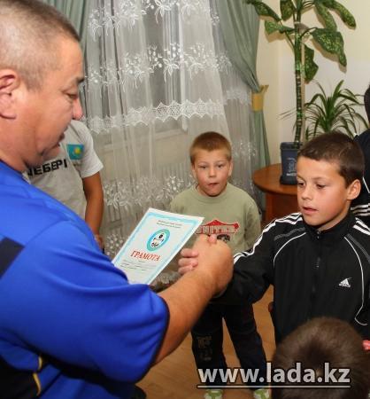 В Актау профессиональный массажист организовал праздник для детей из «Детской деревни»