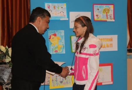 Школьница из Актау награждена дипломом от имени начальника Департамента по ЧС