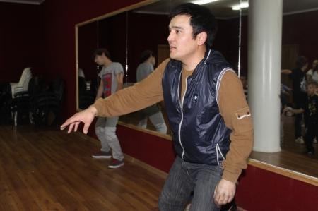 В Актау би-бой из Кызылорды проводит мастер-класс по современным стилям танца