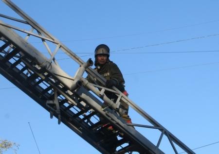Около 600 человек были эвакуированы из-за пожара в городской поликлинике №2 в Актау