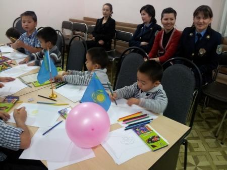 На рисунках детей из Актау президент РК предстает в образе супергероя