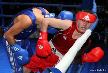 Боксер из Актау Берик Абдрахманов стал чемпионом РК