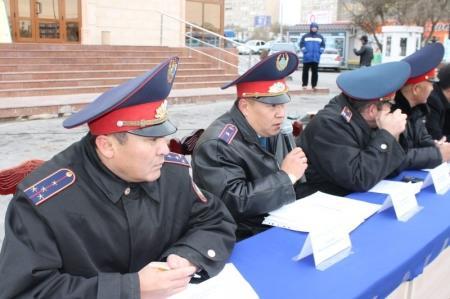 В Актау дорожные полицейские встретились с жителями города