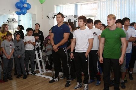 В Актау прошел праздник здоровья для воспитанников детского дома, организованный федерацией бодибилдинга и фитнеса