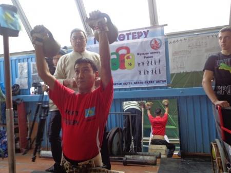 В Актау прошли соревнования по жиму штанги лежа