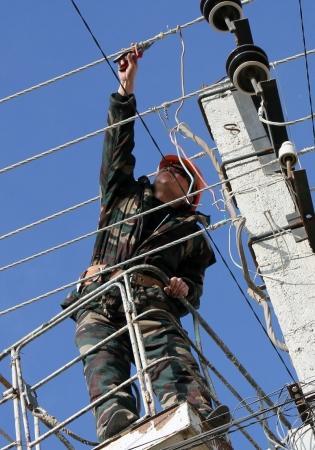 В Актау специалисты «АУЭС» отключают должникам электроэнергию