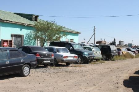 В Актау дорожные полицейские отправляют автомашины должников на штрафные стоянки