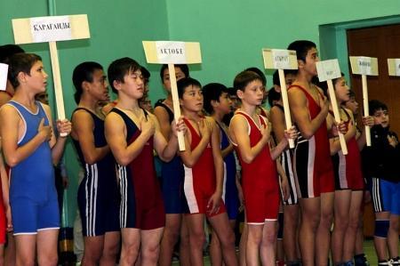 В Актау стартовал республиканский турнир по вольной борьбе