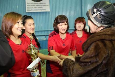 В Актау прошли соревнования по волейболу среди педагогов памяти Досана Ешманова