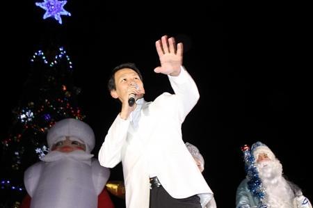 В Актау состоялась торжественная церемония зажжения огней на новогодней ёлке