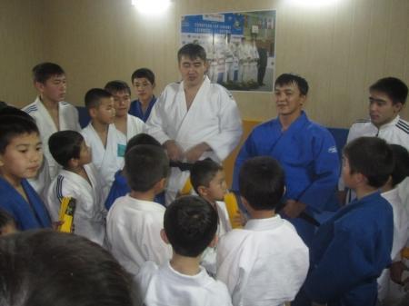 В Бейнеуской школе дзюдо 18 воспитанников получили желтые пояса