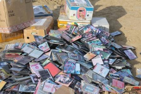 В Актау сотрудники юстиции уничтожили более четырех тысяч контрафактных DVD-дисков