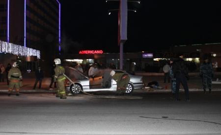 """Возле гостиницы """"Актау"""" на проезжей части загорелся автомобиль"""