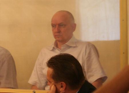 Лидер незарегистрированной партии «Алга» Владимир Козлов ждет этапа в колонию Петропавловска