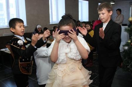 В Актау прошла Новогодняя ёлка для детей с онкологическими заболеваниями