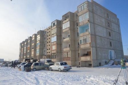 Несколько квартир многоэтажки провалились в подвал в Атырау