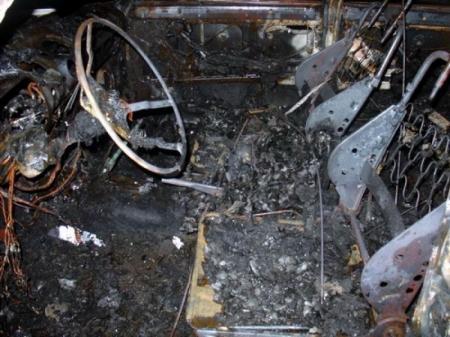 В Мунайлинском районе сгорел гараж с новым автомобилем внутри