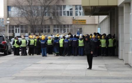 В Актау бастуют сотрудники коммунального предприятия (ДОПОЛНЕНО)