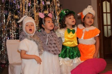Сотрудники ДКНБ по Мангистауской области  устроили новогодний праздник для воспитанников ДДУ №4