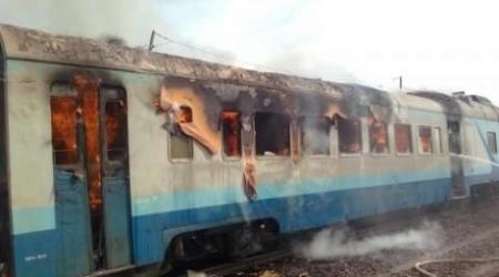 На перегоне Атырау - Мангышлак загорелся поезд
