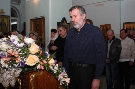 Аким Мангистауской области посетил православную церковь, чтобы поздравить прихожан с Рождеством