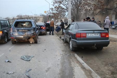 В Актау «Фольксваген Пассат» протаранил четыре автомобиля
