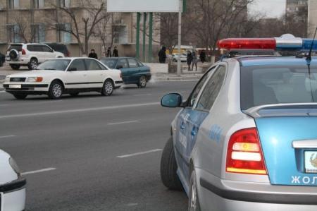 В Актау неизвестный водитель сбил женщину и скрылся с места происшествия