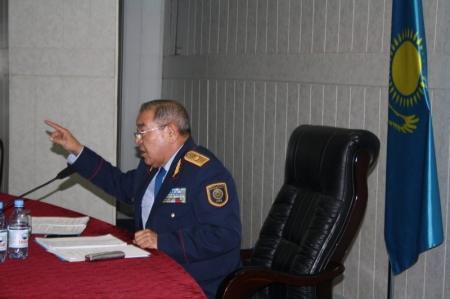 Начальник Мангистауского ДВД встретился с населением и сотрудниками полиции Бейнеуского района