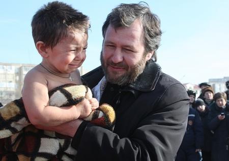 Православные христиане Актау в праздник Крещения Господня искупались в Каспии (добавлен видеосюжет)