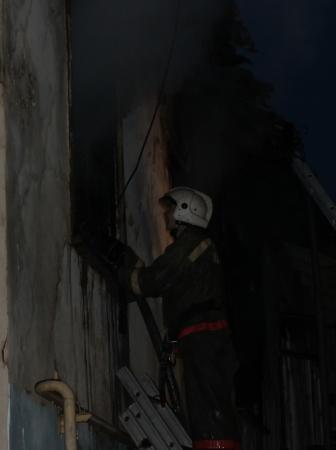 В Актау произошел крупный пожар, в результате которого сгорели четыре квартиры