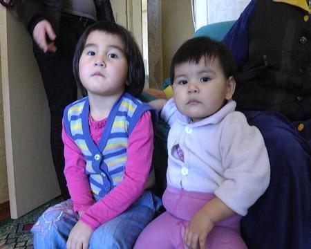 Жены арестованных в Туркменистане полицейских говорят, что казахстанские власти не пытаются вызволить их мужей из тюрьмы