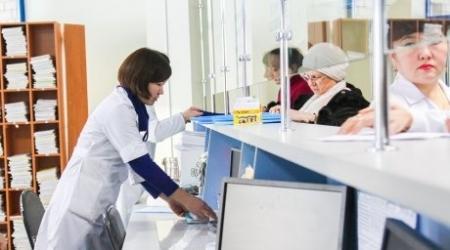 Минздрав: Поликлиники должны принимать анализы в течение всего дня
