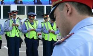 Казахстанские полицейские будут зачитывать права задержанным