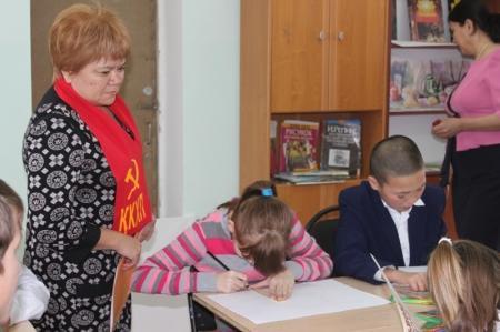 В Актау коммунисты встретились с воспитанниками областного детского дома