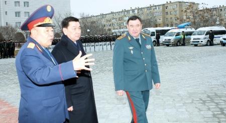 Вице-министр МВД РК и аким области оценили вооружение и технику мангистауской полиции