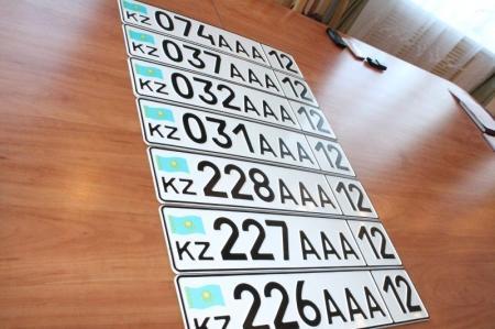 В Актау появились объявления о продаже престижных номеров на автомашины