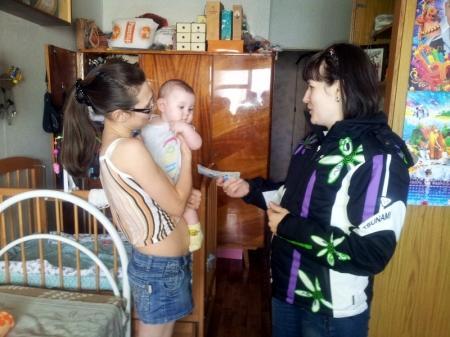 Жительнице Актау Татьяне Романовой переданы собранные горожанами деньги
