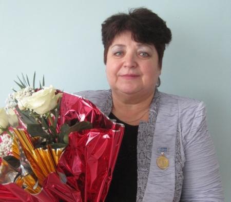 Директора дошкольного центра №46 Актау Валентину Восторову наградили золотой медалью в Москве