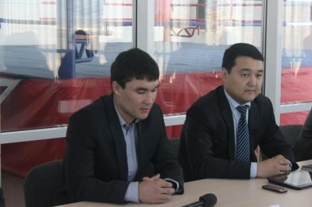 Олимпийский чемпион по боксу Серик Сапиев встретился с мангистаускими студентами