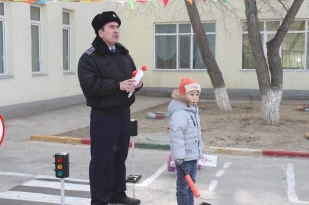 В Актау дорожная полиция проводит акцию «Внимание - дети!»