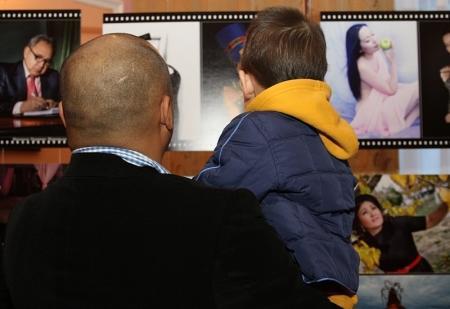 В Актау открылась фотовыставка, посвященная 10-летию Мангистауского музыкально-драматического театра им.Н. Жантурина
