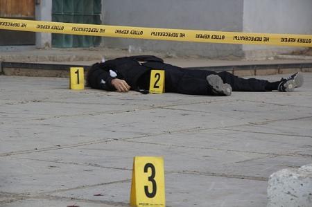 В Актау у торгового  центра «Парус» убит молодой мужчина