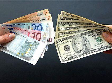 В Актау филиалы четырех банков приостановили операции по обмену валют