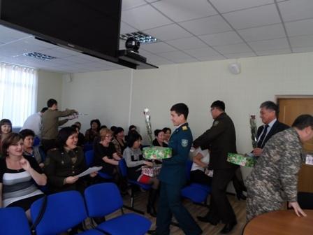 Спасатели Мангистауской области поздравили женщин с 8 марта