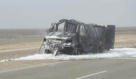 На автотрассе Курык-Актау на ходу загорелась пассажирская «Газель»