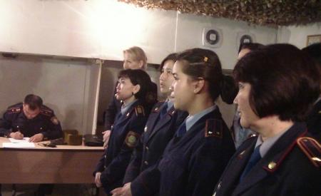 В Актау женщины-полицейские стреляли из пистолета Макарова